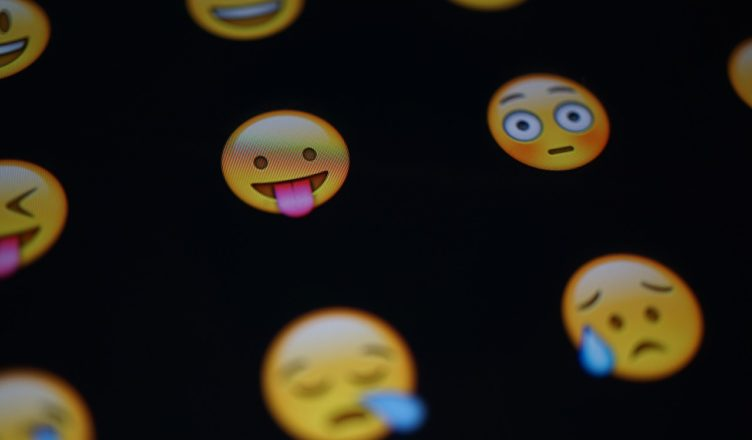 Best Android Apps For Emojis & Stickers